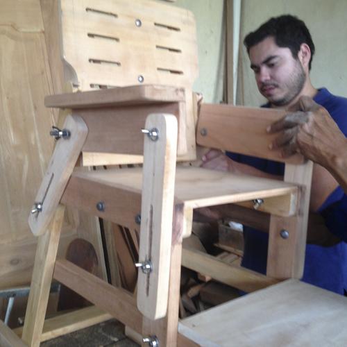 Taller silla de madera